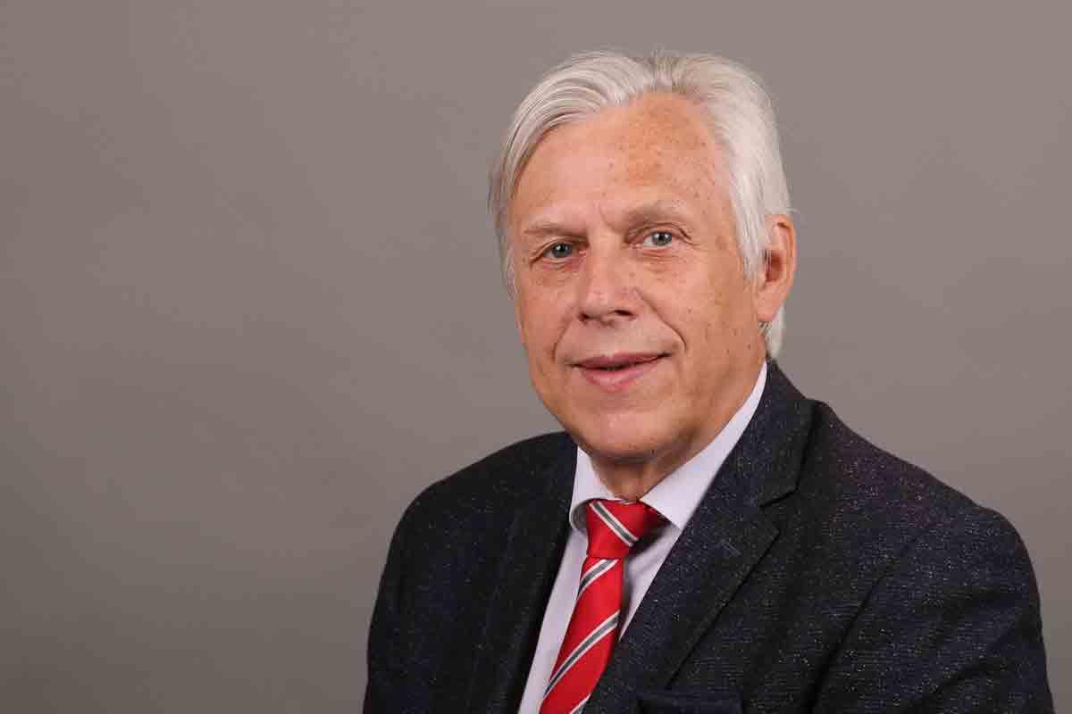 Prof Neugebauer